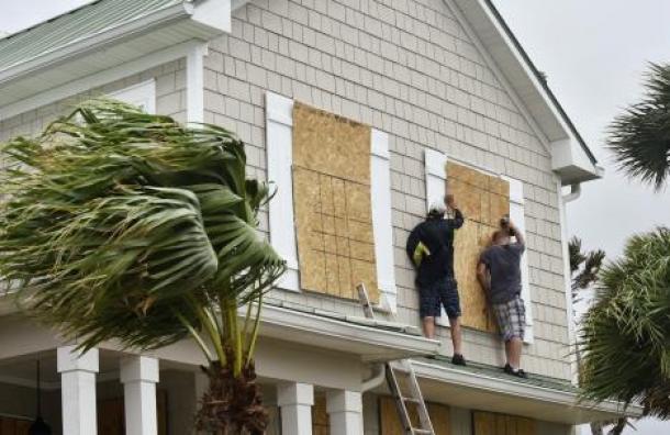 Ordenan que 1,5 millones de residentes de Florida desalojen sus viviendas