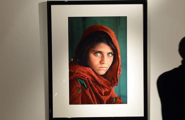 Así se ve la «niña afgana» de la foto 32 años después