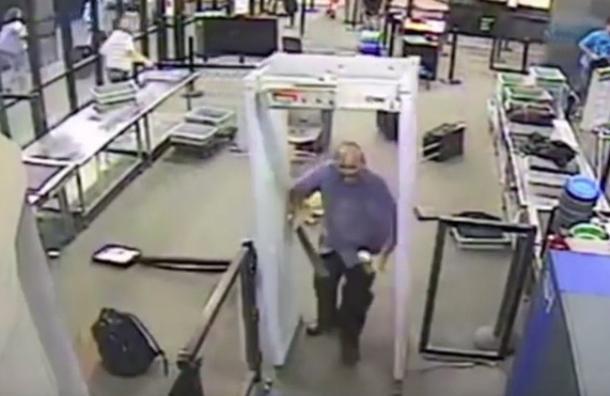 Hombre ataca con machete en aeropuerto de EE.UU.