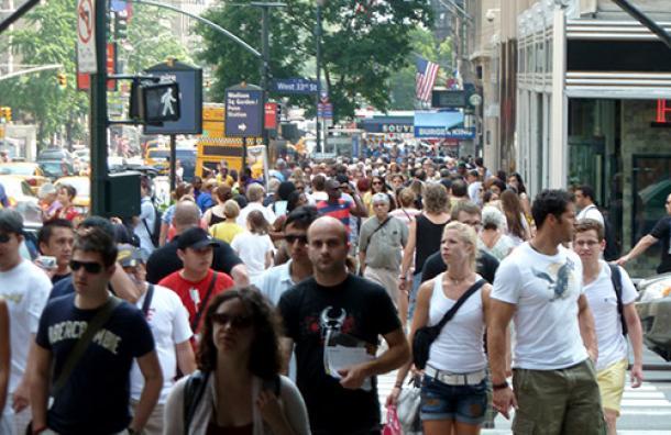 Dominicanos residentes en EEUU serán afectados con aumento tarifas migratorias