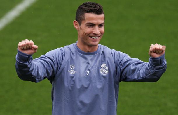 Cristiano Ronaldo: «Sí, soy gay, ¡pero muy rico!»