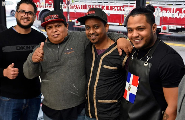 Barberos dominicanos salvan de morir quemados a inmigrantes chinos en Boston