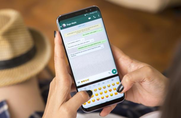 De esta forma podrás entrar a WhatsApp sin aparecer en Línea