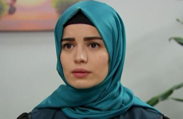 Sehmuz le recuerda a Zeynep que es su padre