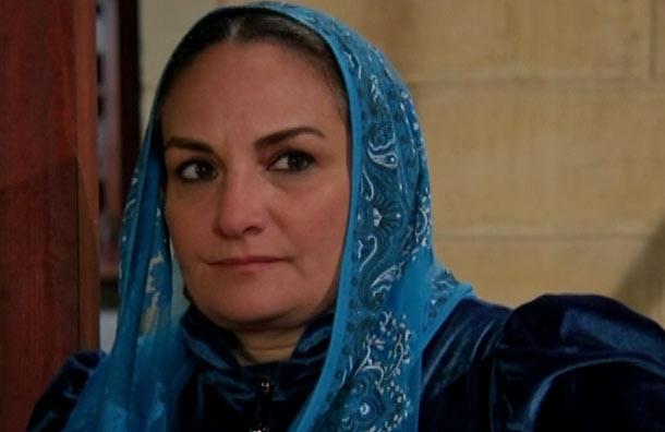 Leyla expresa su odio hacia Zehra y Melek, mientras Behiye y Devran planean callar a Kadim