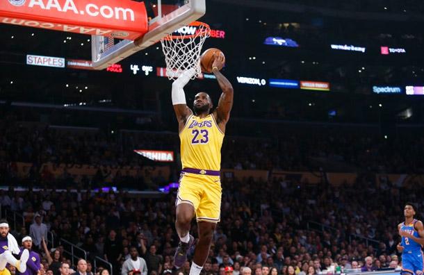 LeBron James hace historia en victoria de los Lakers