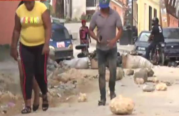 Residentes de la Antigua Barquita exigen el arreglo de sus vías