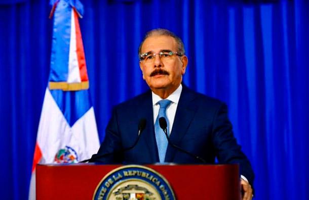 Danilo Medina declara toque de queda en el país